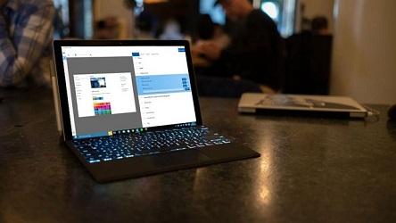 تقریباً نصف کامپیوترهای ویندوز 10 آپدیت Fall Creators را اجرا میکنند